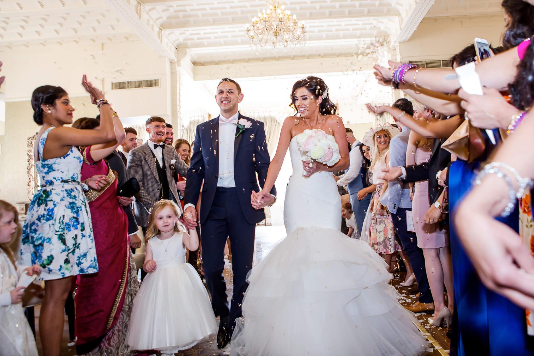 30-james-street-wedding-confetti-happy-brideandgroom