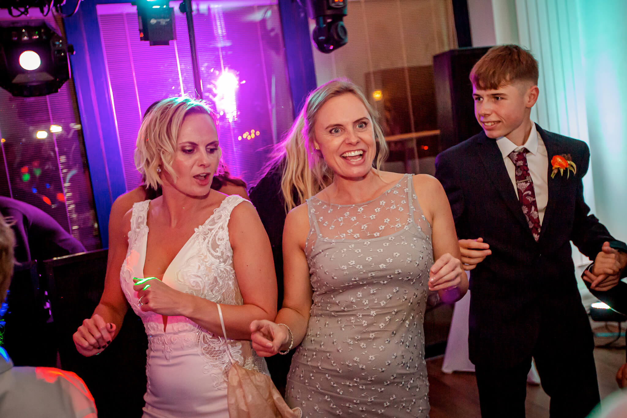 wedding-reception-dancing-st-johns-litchfield-stanbury-photography