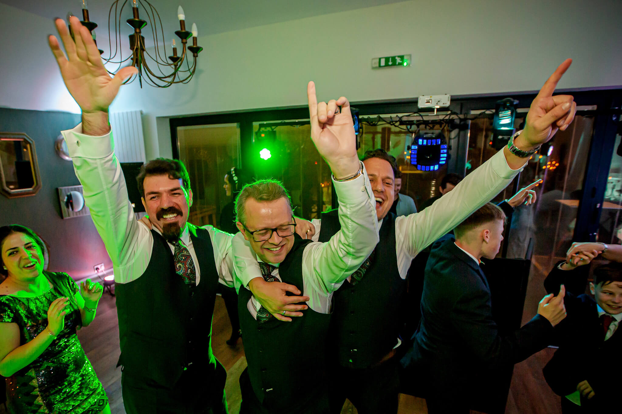 groomsmen-wedding-reception-dancing-st-johns-litchfield-stanbury-photography