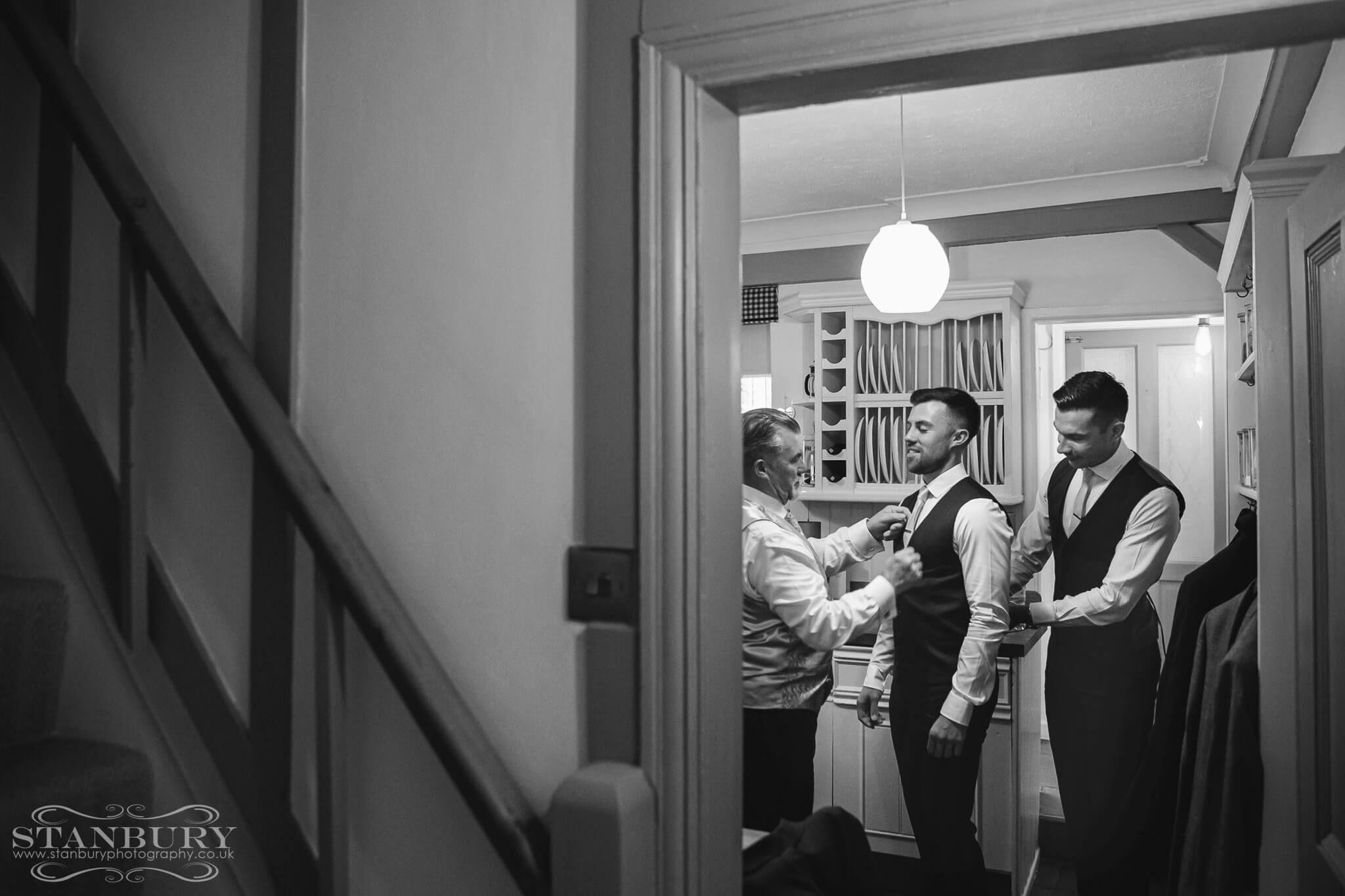groom-groomsmen-wedding-photography-stanbury-photographers