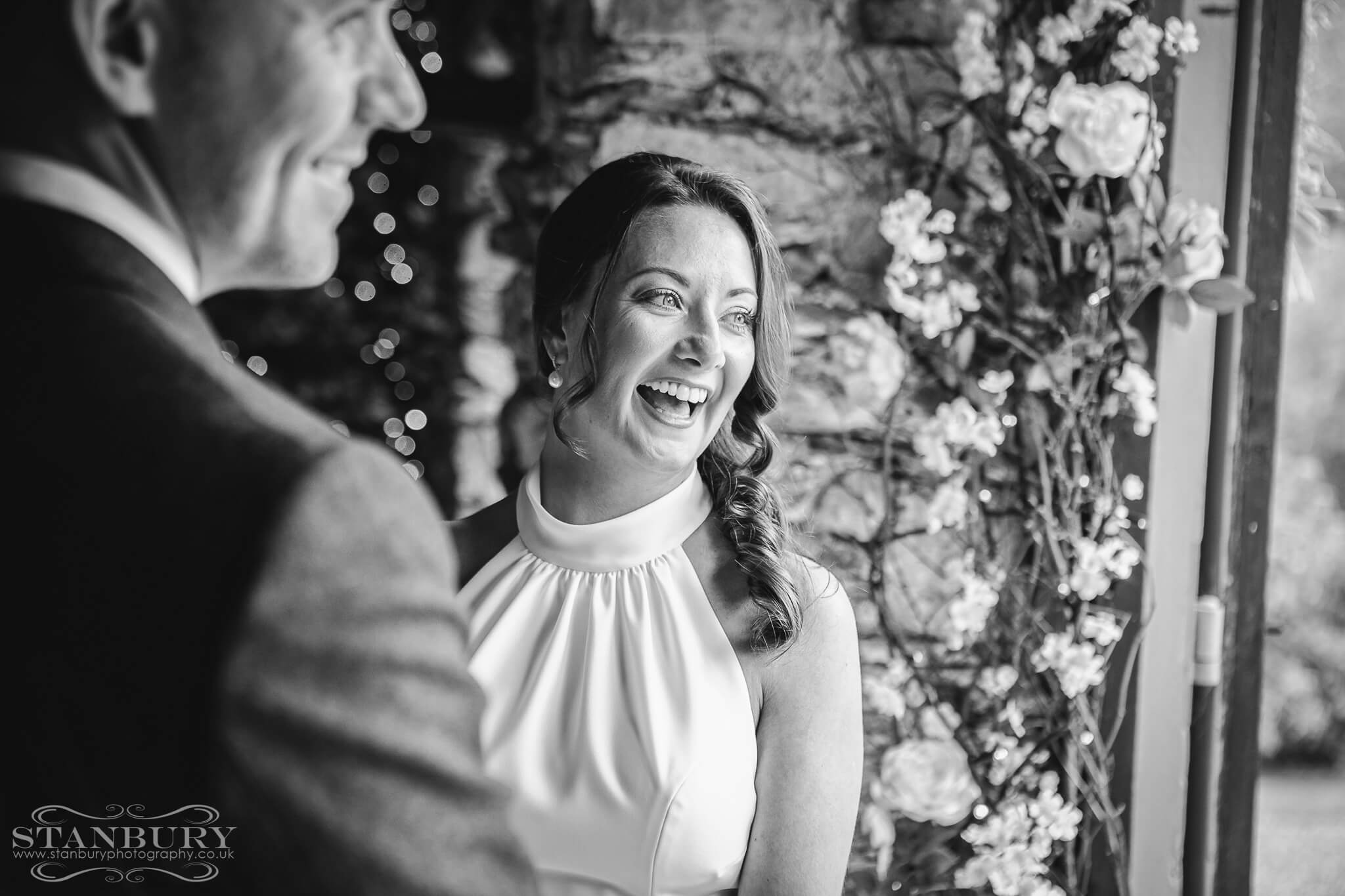 bride-laugh-cote-how-wedding-photography