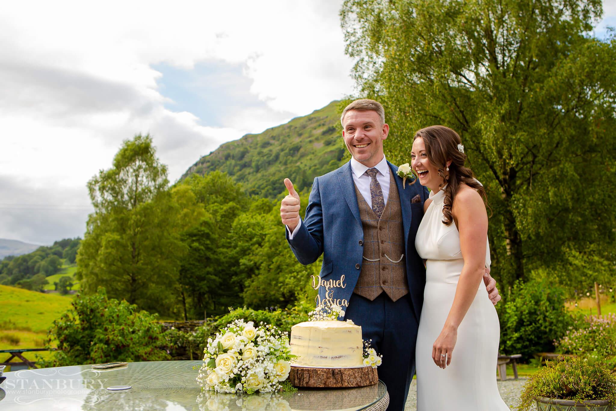 wedding-cut-cake-lakes-photography